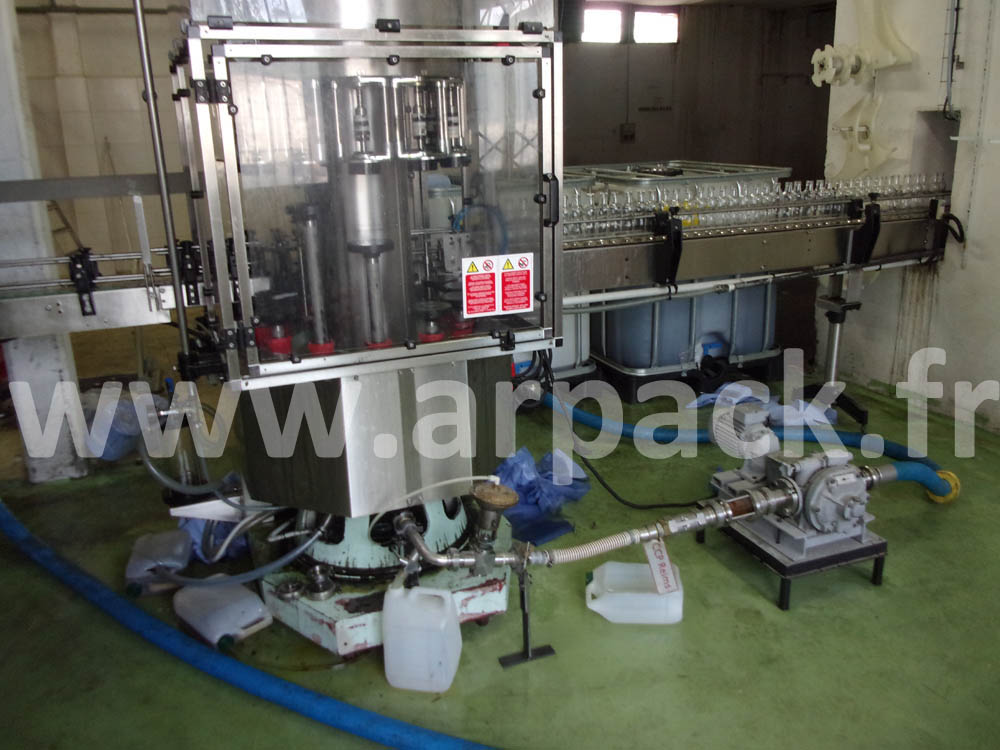 a bottling line of vegetable food oil in a glass bottle 2000 bph