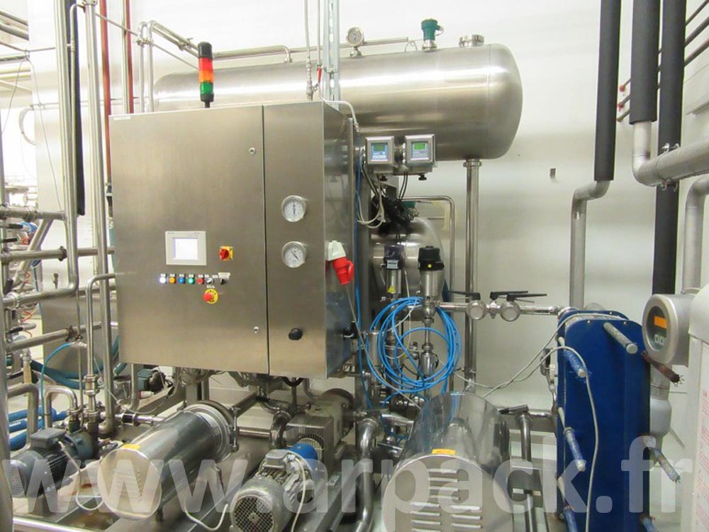 Mixing unit for the automatic production of carbonated beverage